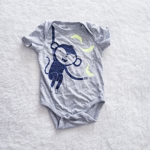Gap baby bodysuit gray  size 6-9
